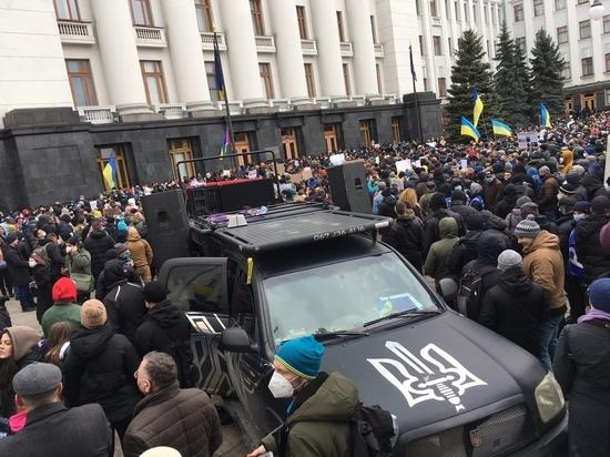 В Киеве снова запахло Майданом, в субботу 27 февраля продолжились митинги протеста по поводу осуждения националиста Сергея Стерненко