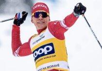 На чемпионате мира-2021 по лыжным гонкам в Оберстдорфе прошли скиатлоны. Александр Большунов впервые в карьере стал чемпионом мира, в блестящем стиле выиграв свою гонку. «МК-Спорт» подвел итоги скиатлона.