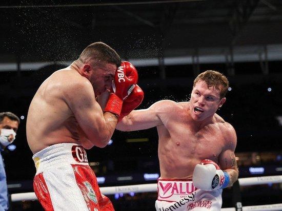Альварес уничтожил боксера, обещавшего выбить зубы Головкину