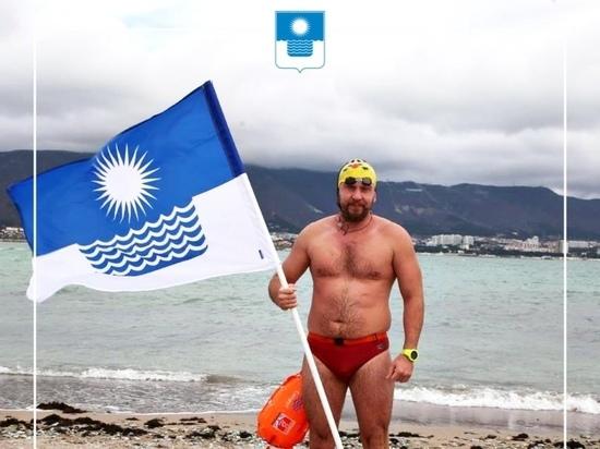 Житель Геленджика установил рекорд в зимнем одиночном плавании