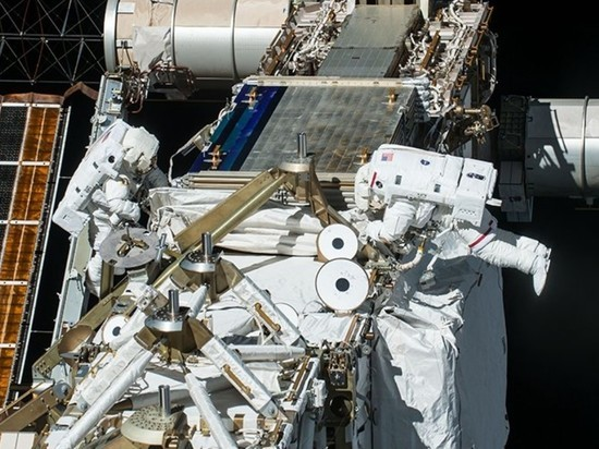 Астронавты NASA вышли в открытый космос с МКС