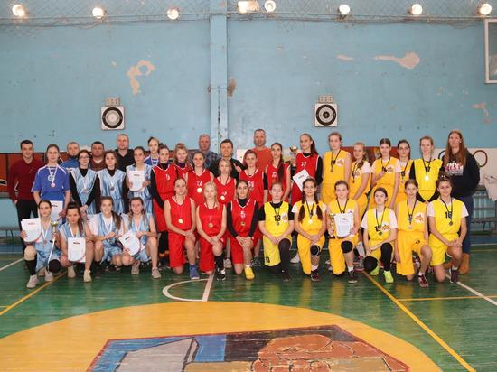 В Донецке подвели итоги первенства города по баскетболу среди девушек