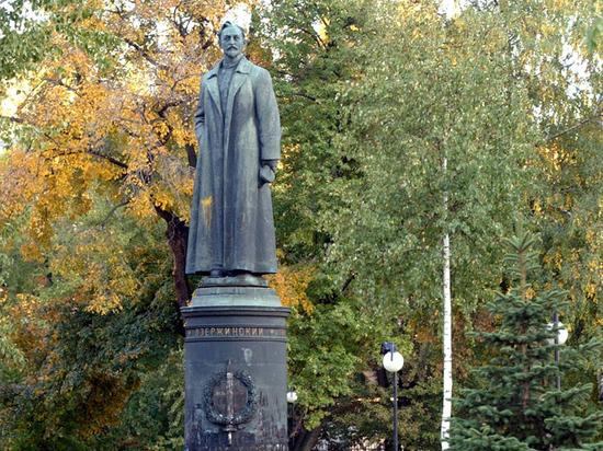 На одной из самых знаменитых площадей центра Москвы с официального соизволения властей чуть было не появился памятник правой руке Навального Леониду Волкову