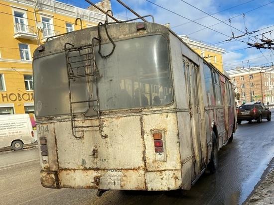 В Петрозаводске девочку зажало в дверях троллейбуса