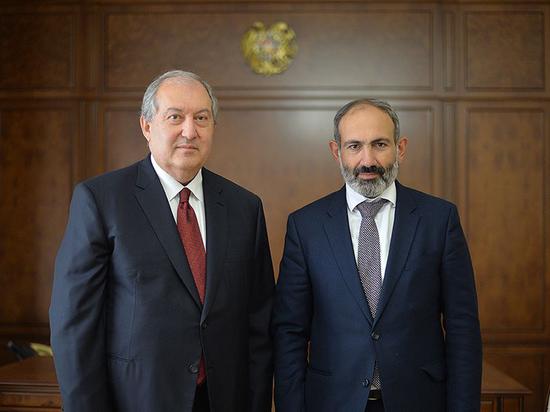 В Армении продолжается эпопея с попыткой премьер-министра Никола Пашиняна отправить в отставку главу Генштаба Оника Гаспаряна
