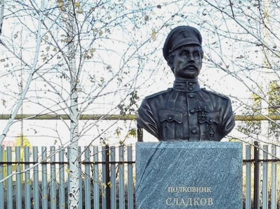 Появившееся недавно письмо группы представителей общественности по поводу возвращения памятника Дзержинскому на прежнее место породило новую дискуссию о том, чей же монумент должен украшать Лубянскую площадь