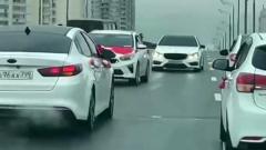 В Москве свадебный кортеж перекрыл движение на Варшавском шоссе