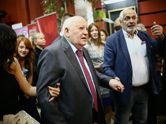 """Горбачев посоветовал бороться с коронавирусом """"без политических игр"""""""