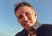 Некоторое время назад скандальный актер выложил снимок с нудистского пляжа в Испании