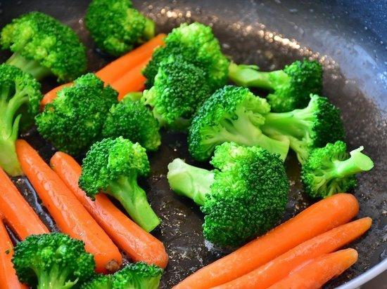 В Красноярске более 70 детей отравились овощами в школьных столовых