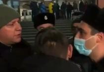 Противники Пашиняна ворвались в здание правительства Армении
