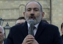 Противники Пашиняна ворвались в здание районной администрации Еревана