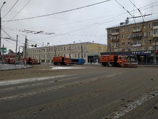 1 марта в Туле свыше 100 единиц техники убирали дороги и тротуары от снега и наледи