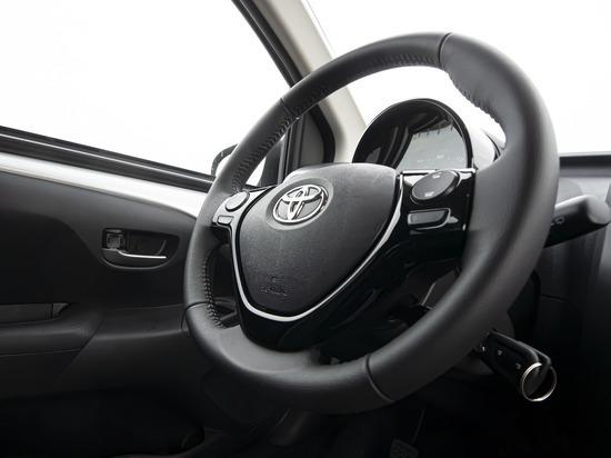 Алтайский чиновник получил штраф за покупку Toyota Camry