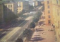 Мы уже рассказали, как петрозаводский проспект Ленина превращался из окраины в центральную улицу, а теперь просто пройдемся по верхней его части…