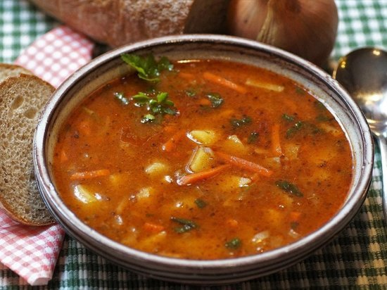 Нутрициолог Деккер рассказала о самом полезном супе