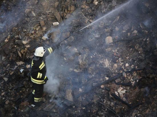 В Волжском при пожаре в дачном доме пострадал человек