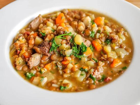 Диетолог признала чечевичный суп самым полезным