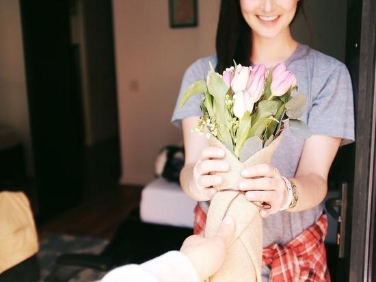 Жительницы Барнаула рассказали о самых нелепых подарках на 8 марта