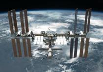 Паузу на 2-3 дня с ремонтом первой, основной трещины на МКС взяли российские космонавты Сергей Рыжиков и Сергей Кудь-Сверчков