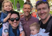 Калифорнийское гей-трио, состоящее из терапевта, психиатра и работника зоопарка, стало первым в истории США, вписавшим в свидетельство о рождении своих двух детей сразу трех отцов и ни одной матери