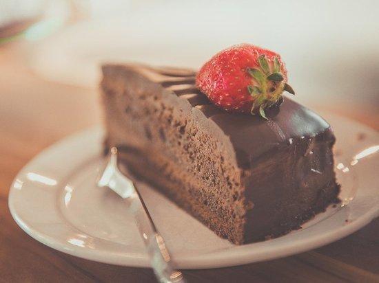 Диетолог предложил простейший способ отказаться от сладкого