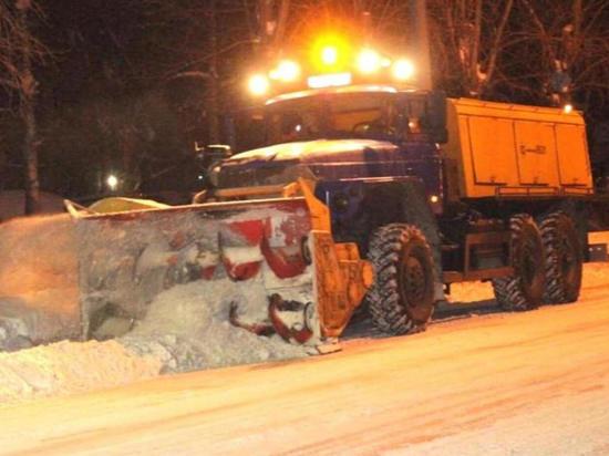 Более 2,5 тысяч кубометров снега вывезли за ночь с улиц Барнаула