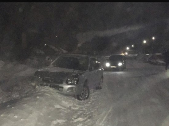 Пьяные мужчины заказали такси из Красноярска в Большую Мурту и напали на водителя