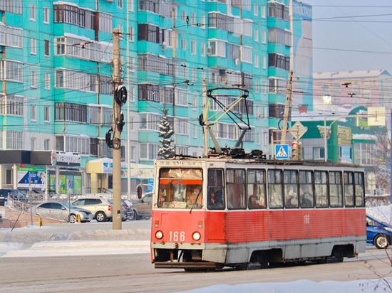 Трамваи в Бийске второй день не выходят на линию из-за снега