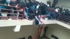 В боливийском университете перила галереи рухнули под натиском студентов