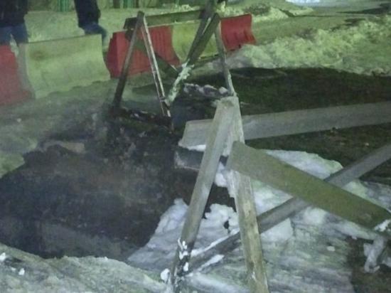 В Дзержинске девушка провалилась в яму с кипятком