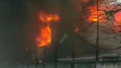 Пылающие склады в Подмосковье сняли на видео: дым столбом