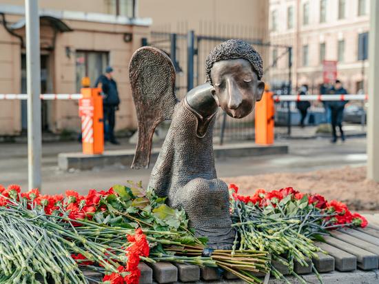 Создатели Стены памяти медработникам пристыдили Беглова за открытие памятника без его основателей