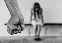 Мачеха спасла 13-летнюю девочку от отца-насильника, который издевался над дочкой на протяжении года