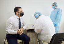 2 марта под прицелами телекамер президент Украины Владимир Зеленский сделал себе вакцину от COVID завезенным в страну препаратом индийского производства Covishield