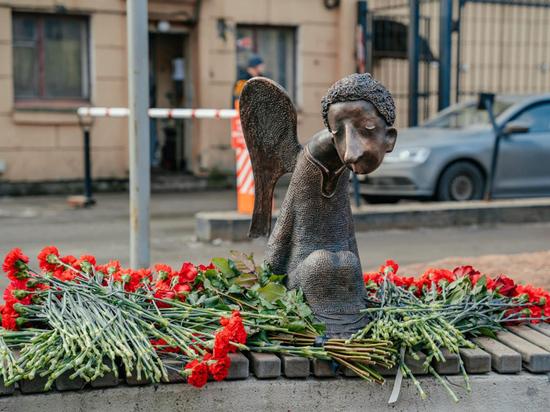 В Петербурге разгорается скандал c памятником «Печальный ангел» по проекту Романа Шустова в память о погибших от коронавируса медиках