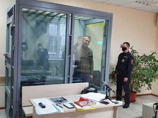 Известного телеведущего и журналиста задержали в Астрахани: репортаж из зала суда