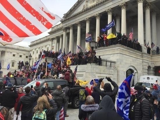 В США конгрессмены отменили заседание из-за угрозы штурма Капитолия