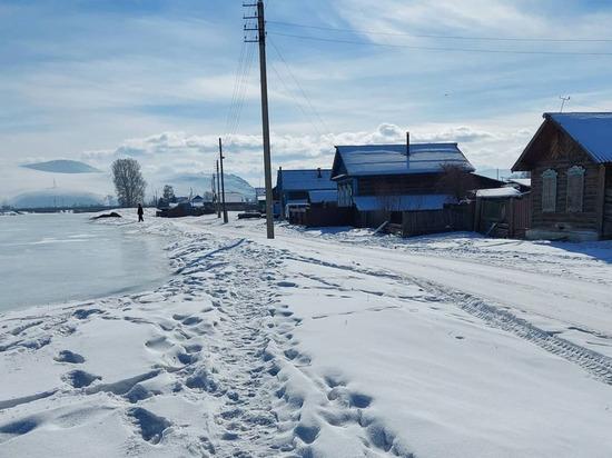 В селе Бичура в Бурятии река может подтопить улицу Пушкина