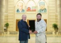 Глава Чечни Рамзан Кадыров в своем Telegram-канале обратился к ФБР США и потребовал выплатить ему 250 тысяч долларов, которые ведомство пообещало выплатить за информацию о местонахождении бизнесмена Евгения Пригожина