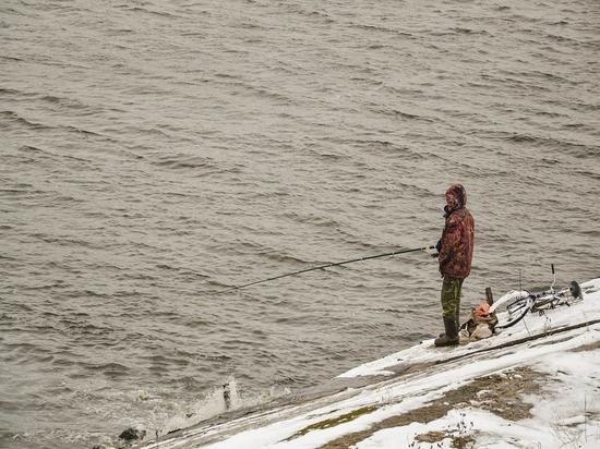 На Сахалине спасли 12 рыбаков с оторвавшейся льдины