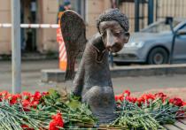 Главные врачи петербургских больниц по рекомендации Комздрава пришли к мемориалу Печальный Ангел за два часа до «народного открытия» этого памятника