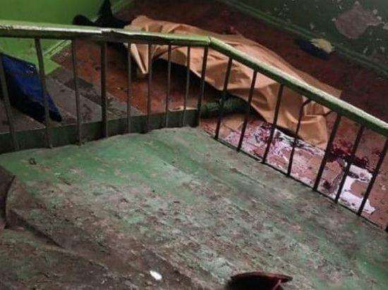 Мужчина в Томске упал с лестницы в подъезде и разбился насмерть