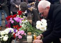 """После скандала в Петербурге с памятником """"Печальный ангел"""", посвященным погибшим от коронавируса медикам, монумент сегодня открыли вторично, да еще два раза"""