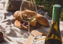 Ученые узнали, почему вино вкуснее с сыром или мясом