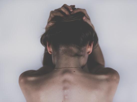 18-летняя девушка призналась, что родитель насиловал ее на протяжении восьми лет