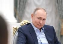"""Президент Владимир Путин в ходе общения с волонтерами отреагировал на историю про """"дворец в Геленджике"""", который в фильме Алексея Навального был назван его владениями"""