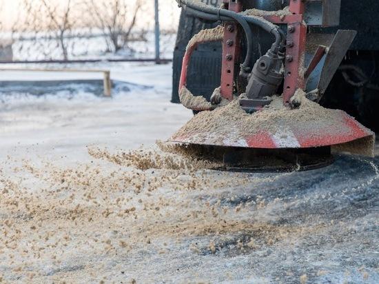 На дорогах Волгоградской области движение обеспечивала 151 спецмашина