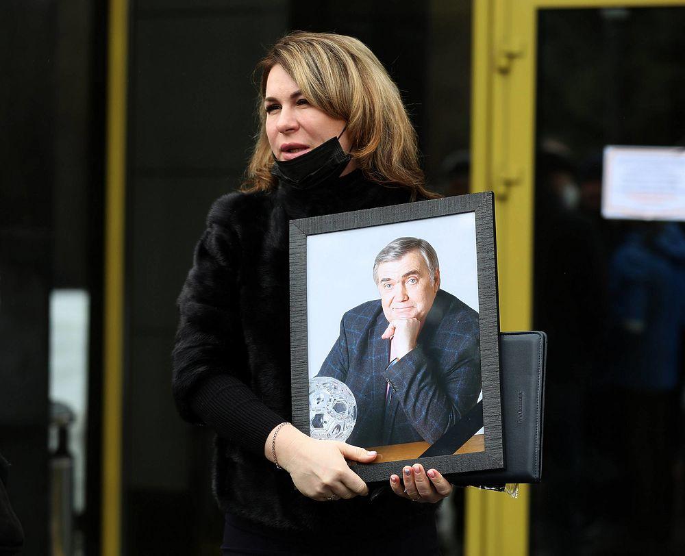 Кадры прощания с комментатором Юрием Розановым: Уткин плакал