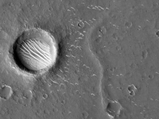 Опубликованы новые снимки Марса с китайского зонда